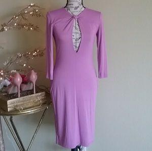 Dresses & Skirts - Simply elegant body hugging lavender  dress